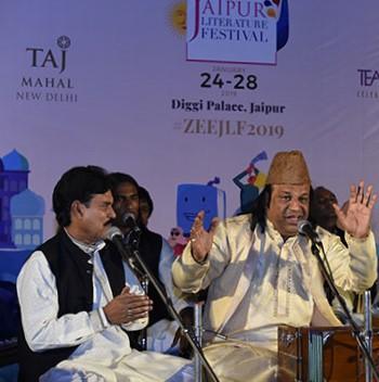 Qutbi-Brothers-Qawwals-at-Curtain-Raiser-of-ZEE-Jaipur-Literature-Festival-2019 (2)